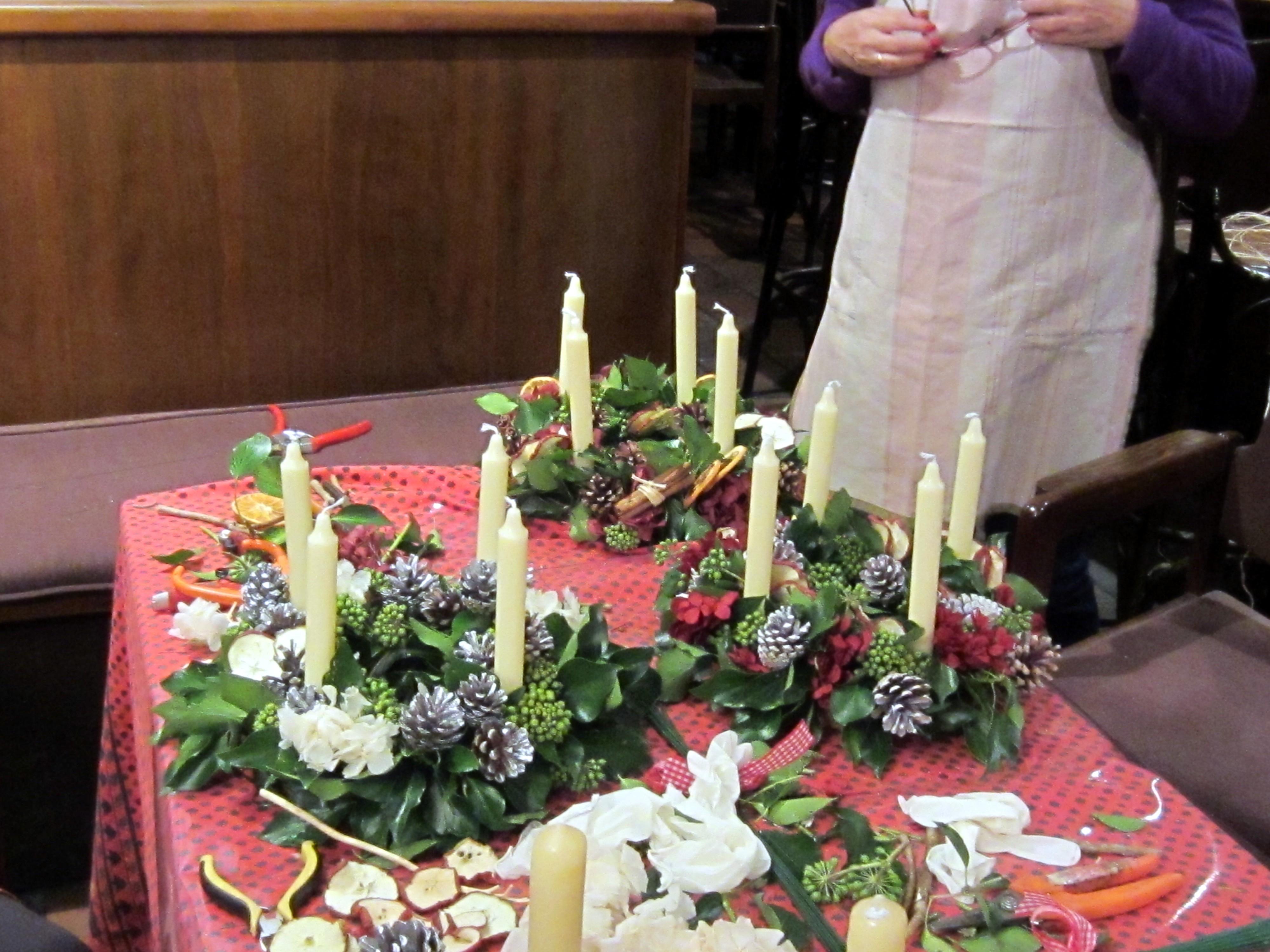 Cursillos de navidad el invernadero - Como decorar la corona de adviento ...